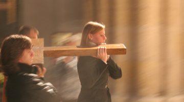 Czuwanie przy krzyżu Światowych Dni Młodzieży
