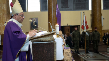 Abp Ryś: Jezus objawi całą wielkość tych, którzy potrafili oddawać życie – 79. rocznica Zbrodni Katyńskiej