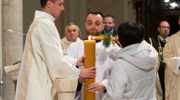 Abp Ryś w czasie Wigilii Paschalnej – dowodem na zmartwychwstanie Jezusa jest Jego Słowo!