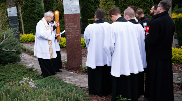 Poświęcenie Drogi Światła w ogrodzie seminaryjnym – 2019