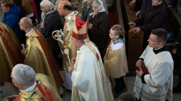 Wierni u grobu Służebnicy Bożej Wandy Malczewskiej