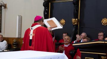 Kard. Ryłko: ta bazylika pyta nas dzisiaj: kim jest dla nas Pan Bóg? – uroczystość nadania tytułu Bazyliki Mniejszej Piotrkowskiej Farze