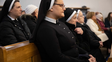 Abp Ryś: władza Chrystusa sięga serca dlatego, że widzimy Go na krzyżu! – jubileusz Sióstr Antonianek