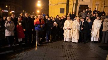 Abp Ryś podczas Pasterki: żeby doświadczyć pokoju, trzeba się zjednoczyć z Jezusem, który się uniża!