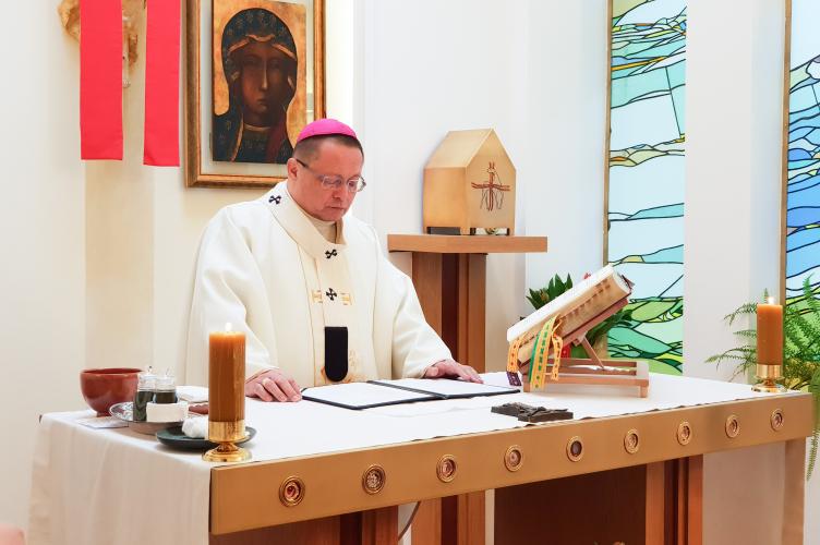 Abp Ryś: nasza relacja z Jezusem sprowadza się ostatecznie do tego, żeby Jezusa spożyć w Eucharystii