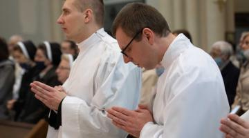 Abp Ryś: Abp Ryś: Bóg spełnia wasze marzenia, ale po swojemu! – Święcenia Diakonatu 2020