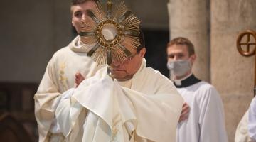 Abp Ryś: Chrystus stał się chlebem, by był jedzony – nie mógł być już bliżej z człowiekiem – Boże Ciało 2020