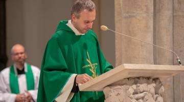 Abp Ryś do katechumenów: Bóg jest gotów umrzeć, bylebym się tylko wyrwał z bezsilności, bezbożności i nieprzyjaźni!