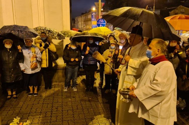 Łódź: poświęcenie nowej figury Matki Bożej w parafii pw. Przemienienia Pańskiego