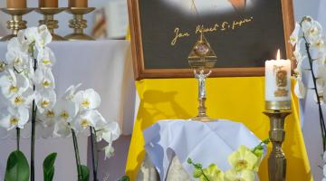 Wprowadzenie relikwii Jana Pawła II do parafii pw. Najświętszej Eucharystii w Łodzi – 2020