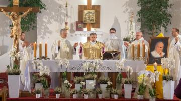Abp Mokrzycki: naśladujmy świętego Jana Pawła II, bo przecież w Nim mogliśmy widzieć na czym polega kroczenie do świętości!