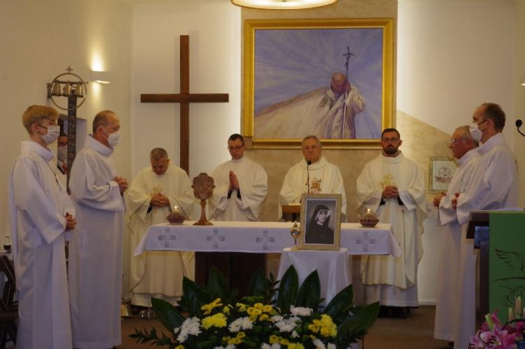 Zgierz: Wprowadzenie relikwii Świętej Faustyny