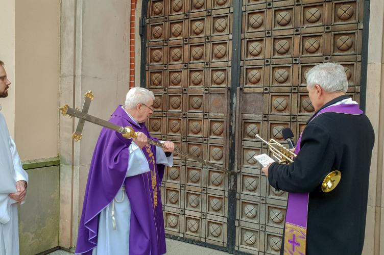 Otwarcie Drzwi Świętych w parafii pw. N.S.J. w Łodzi - Retkinia - 2020