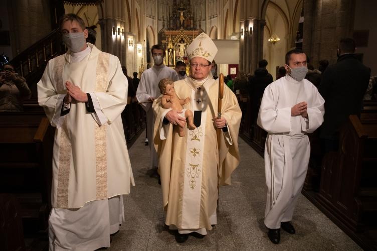 Abp Ryś podczas Pasterki: dziś możemy spotkać Boga, który się rodzi!