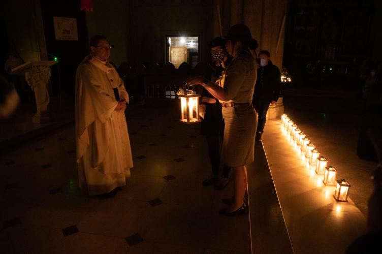 Betlejemskie Światło Pokoju dotarło do łódzkiej katedry