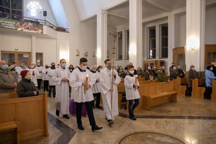 Bp Pękalski: Jezus przyszedł też po to, by łamać pewne schematy! – Kościół Stacyjny Najświętszej Eucharystii #4