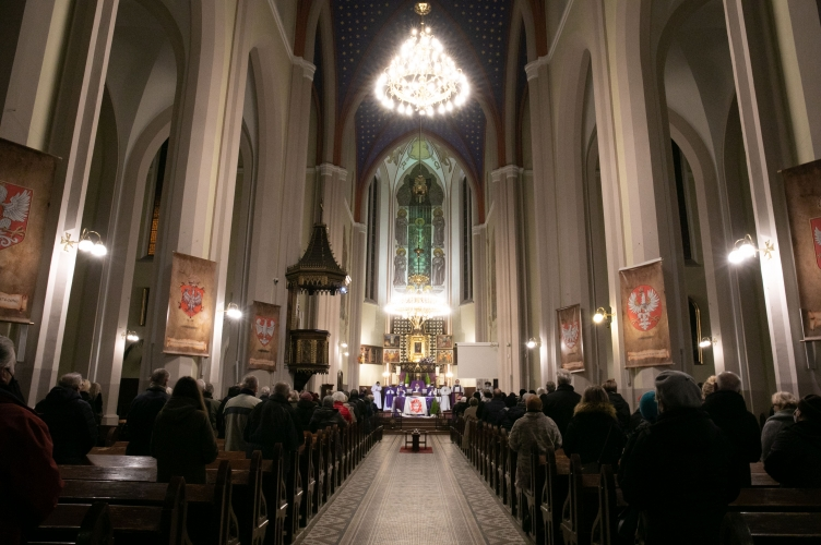 Abp Ryś: męczeństwo jest darem od Boga, który przyjmie ten, kto się modli! - Kościół Stacyjny św. Wojciecha #8