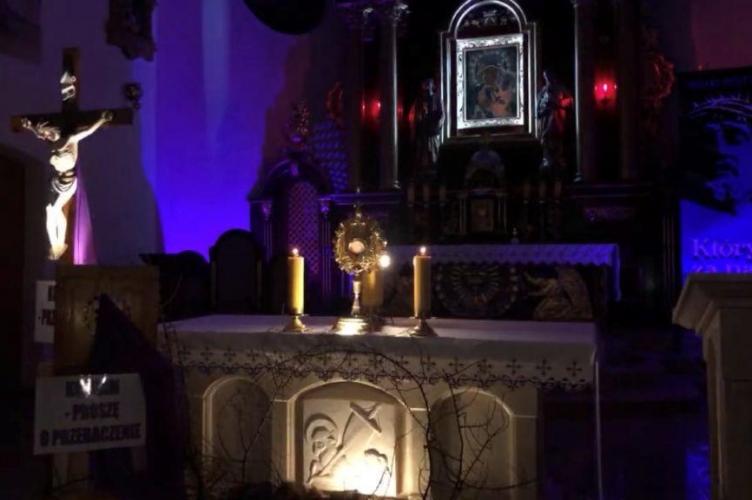 Wieczór uwielbienia w parafii Narodzeni NMP w Szczercowie
