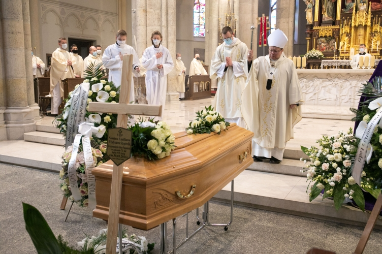 Ostatnie pożegnanie śp. s. Emiliany Stręciwilk – Siostry z katedry!
