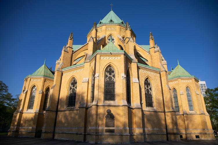 Abp Ryś: katedra jest miejscem, gdzie się człowiek rodzi do życia z Matki, którą jest Kościół! – w 50. rocznicę pożaru katedry św. Stanisława Kostki w Łodzi
