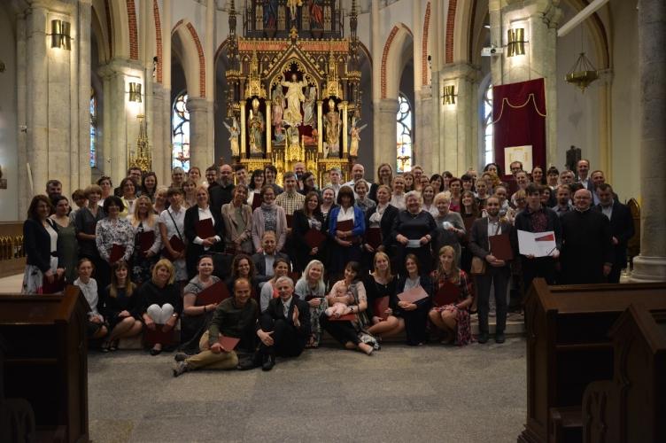 Pierwsi Absolwenci Szkoły Katechistów Archidiecezji Łódzkiej