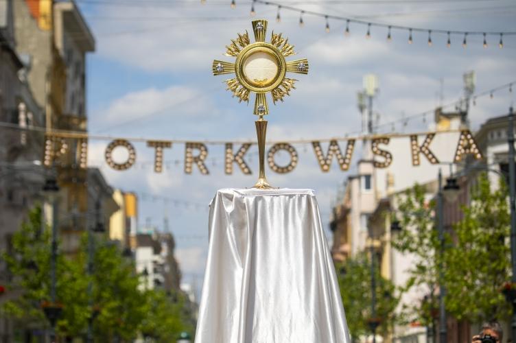Abp Ryś w uroczystość Bożego Ciała: wychodzimy na ulicę z Bogiem, który ma postać Chleba!