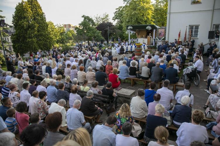 Abp Ryś ustanawiając Sanktuarium M.B. Piotrkowskiej: chcemy zachwycić się Osobą Maryi i Jej relacją z Jezusem!