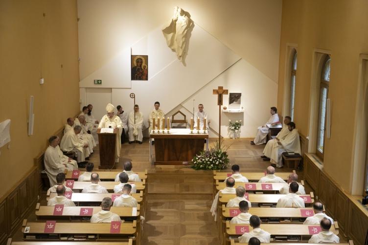 11 nowych kleryków rozpocznie formację do kapłaństwa w łódzkim WSD