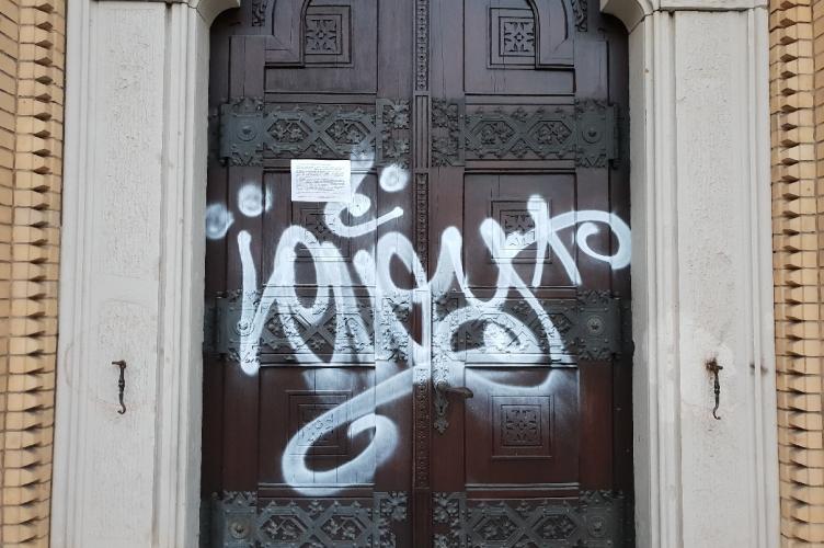Zniszczono zabytkowe drzwi do łódzkiej katedry