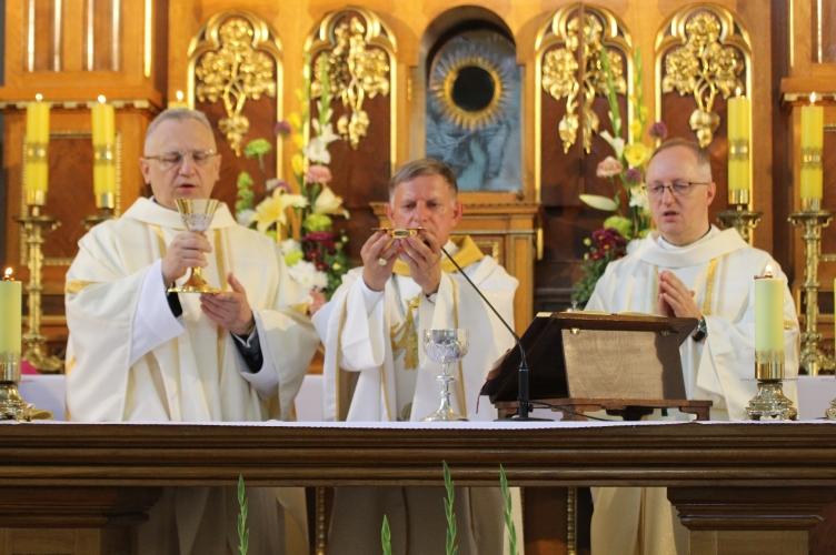 Abp Mokrzycki: szkaplerz nie tylko nas chroni, ale i zobowiązuje | Uroczystość Matki Bożej z Góry Karmel