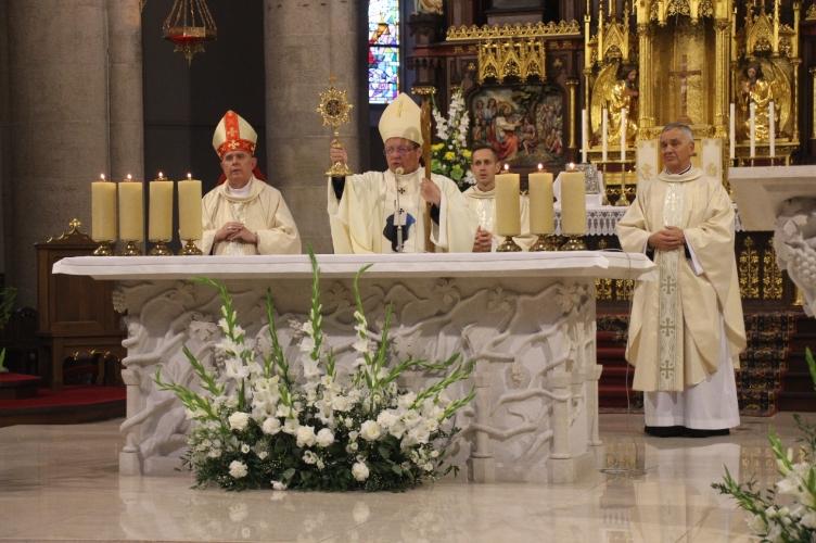 Abp Ryś: ważne jest przyprowadzić dziecko do Kościoła, a w domu dać poczucie, że żyje u Boga   odpust w Archikatedrze