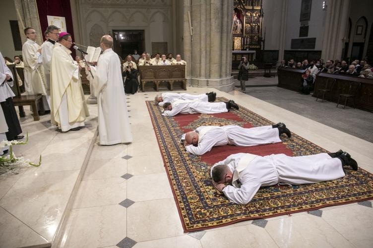 Abp Ryś do neoprezbiterów: wchodzenie dzisiaj w kapłaństwo jest aktem mężnej pokory! - Święcenia Kapłańskie Seminarium 35+